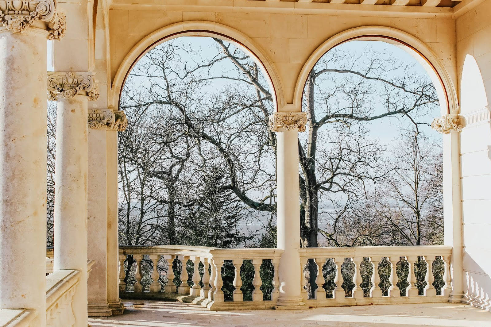 cliveden balcony blogger photoshoot