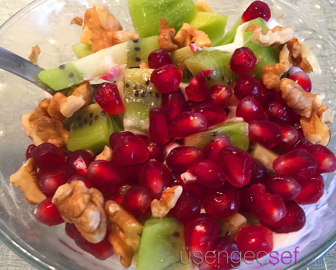 meyveli-yulaf-probiyotik-yogurt-diyet-kahvalti-tarifi