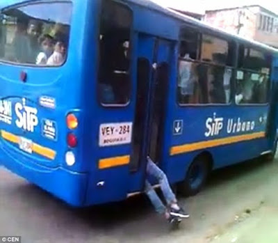 bus driver traps thief