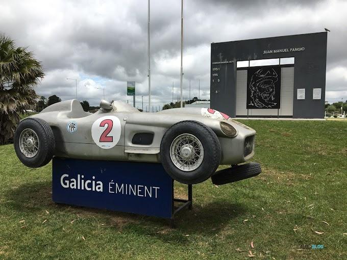 Vándalos destrozaron el monumento a Fangio en la Ruta 2