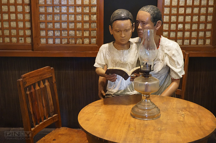 Statue depicting Jose's mother while teaching him to read