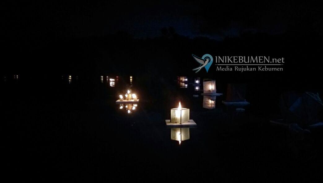 Ribuan Pengunjung Hadiri Gebyar 1000 Lampion Apung Poncowarno