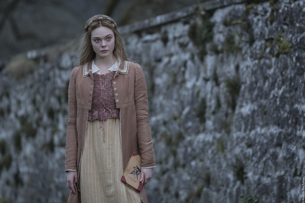 Elle Fanning scrive Frankenstein nel trailer di Mary Shelley
