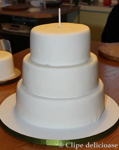 Clipe Delicioase Tort Etajat