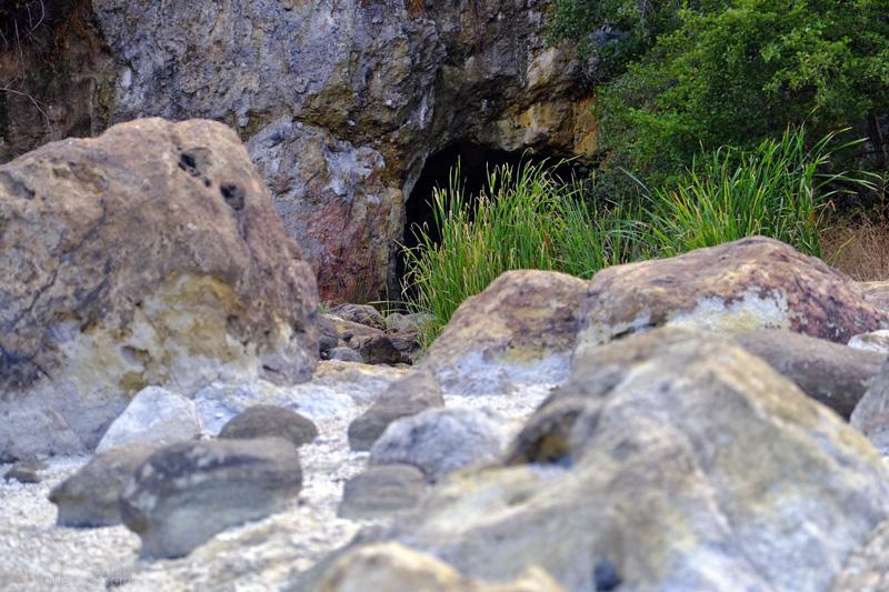 Cascata della Diosilla, i sassi con lo zolfo