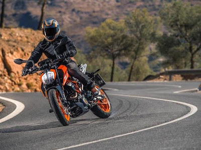 All New 2017 KTM Duke 390 on road HD Images