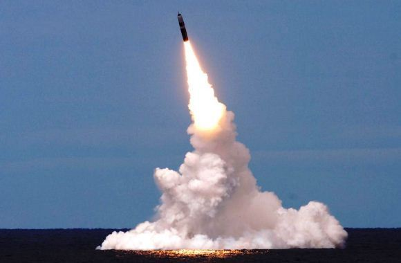 Ilustrasi rudal balistik nuklir