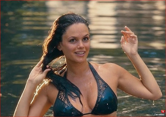 Рэйчел Билсон в купальнике