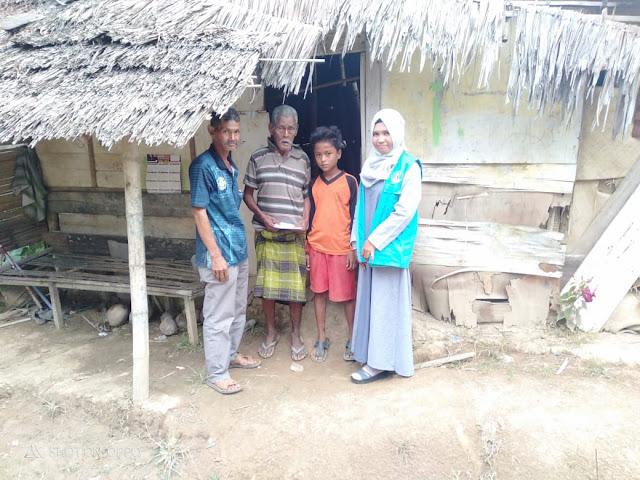 Tgk.Daut Hidup di Gubuk Reyok Bersama 2 Cucunya dengan Keadaan Sakit-sakitan