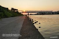 夕陽の鉄橋写真