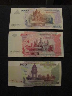 Diferentes billetes de rieles camboyanos