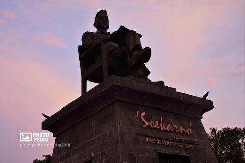 Patung Ir. Soekarno Manahan Solo