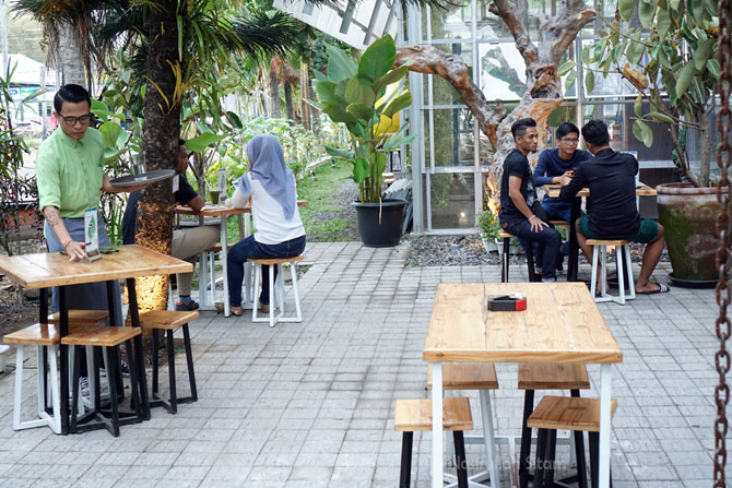 Lokasi outdoor Mezzanine Coffee and Eatery