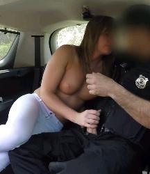 Streaming Video Bokep, Polisi Mesum Mencuri Kesempatan Dengan Wanita Semok