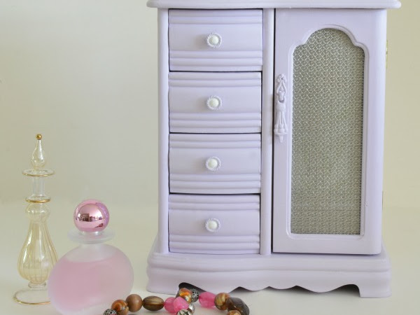 A Lavender Vintage Jewelry Box Makeover