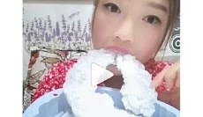 Gara-gara Gadis Ini, Makan Es batu Jadi Tren di Internet