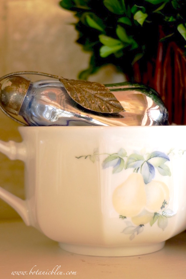 french-hot-chocolate-mug-pear-pattern