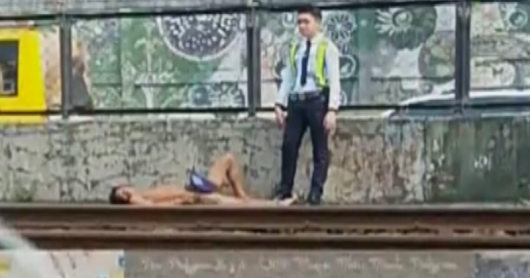 WATCH| Lalaking pasaway na umakyat at namato sa MRT, binaril ng Guard - GET IN