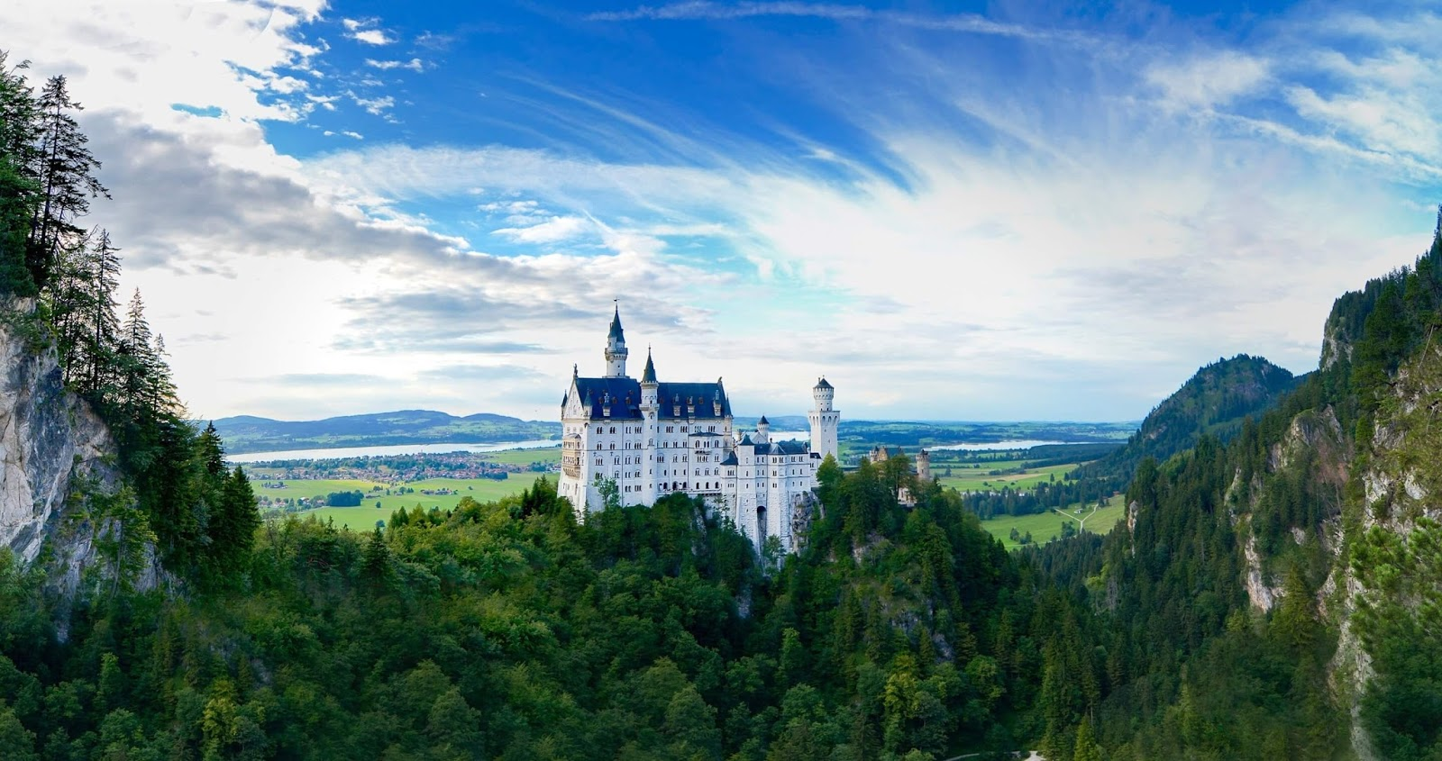 Castle-Neuschwanstein_Bavaria_Germany