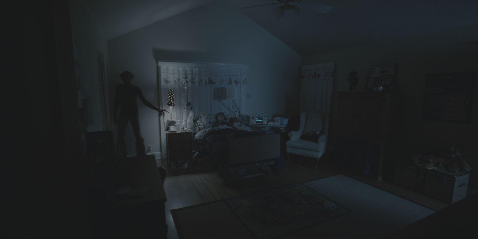 Bedroom Bed In Corner