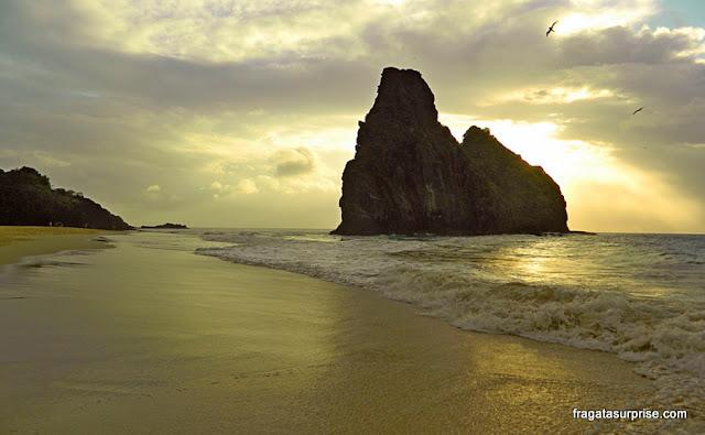 Morros Dois Irmãos, Praia da Cacimba do Padre, Fernando de Noronha