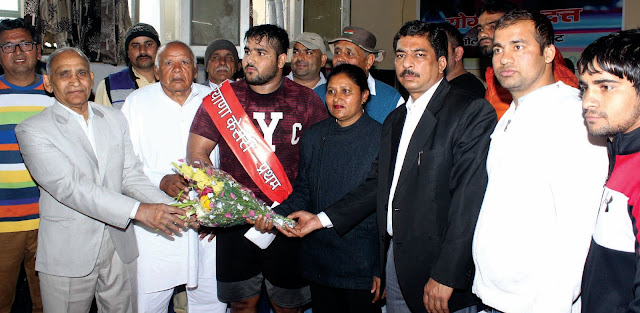 Once the Haryana Kesari was created, Faridabad's wrestler, welcoming the huge bouquet with flowers