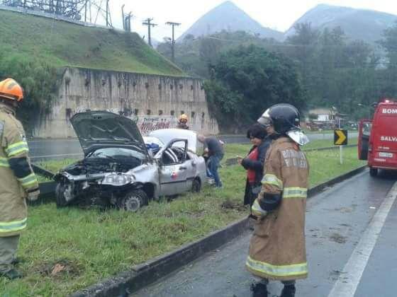 Equipe de reportagem do SBT sofre acidente na BR 040
