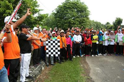 Bupati Chusnunia Potong Tumpeng HUT KORPRI Ke-46 Tahun 2017