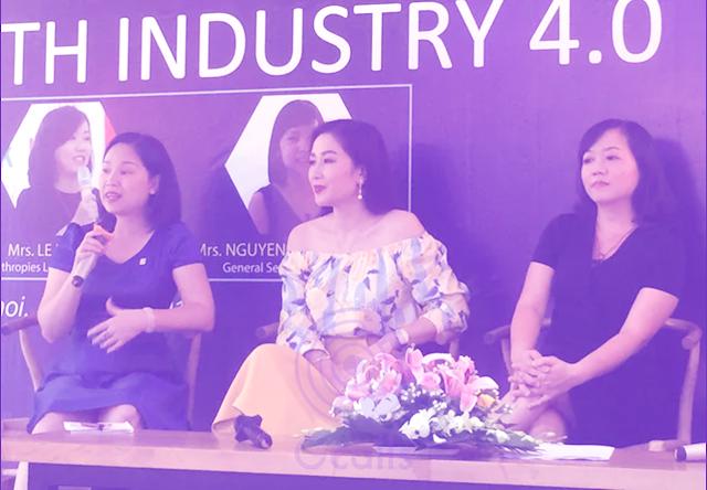 """Á Hậu Thu Hương (ở giữa) tham gia và chia sẻ tại tọa đàm """"Phái đẹp với cuộc cách mạng công nghiệp 4.0"""""""