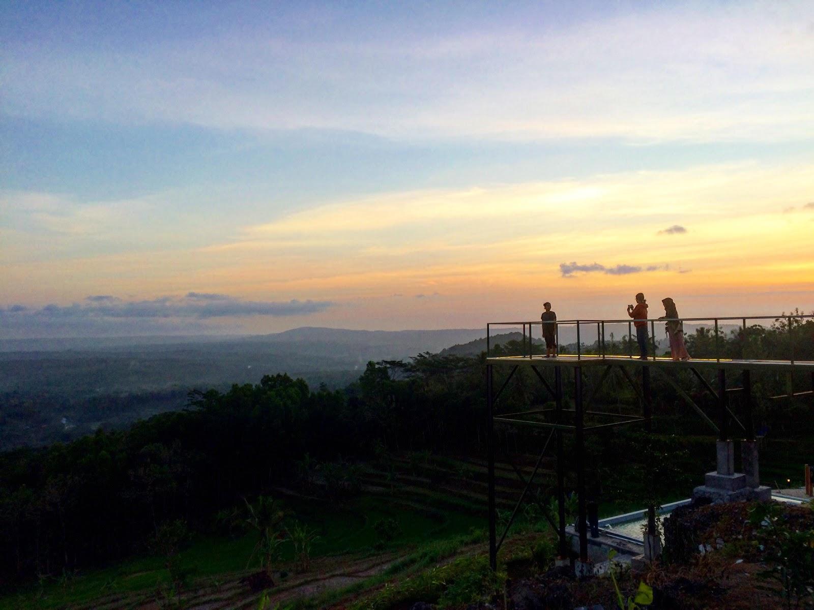 foto gardu pandang sunset