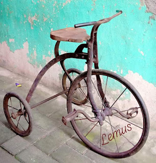 Sepeda antik roda tiga ...