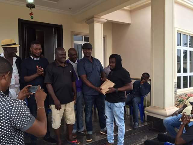 Photos: Edo man sheds tears as Mercy Johnson's husband gives him N0.3m to start business