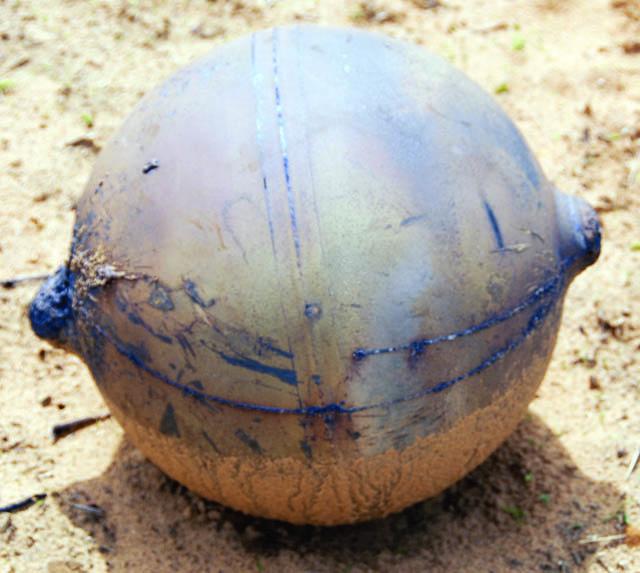 Una de las esferas encontradas