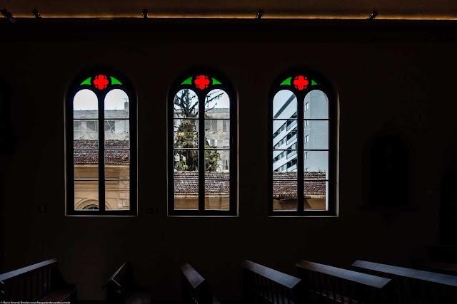 Capela Nossa Senhora da Glória - o interior - janelas laterais