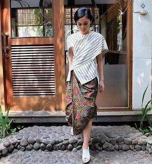 Model baju batik pesta simple