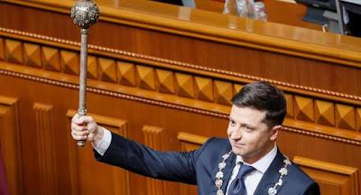 Зеленський офіційно став президентом та оголосив про розпуск Верховної Ради