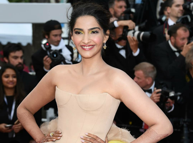 Sonam Kapoor Sizzles at Cannes 2018 Red Carpet