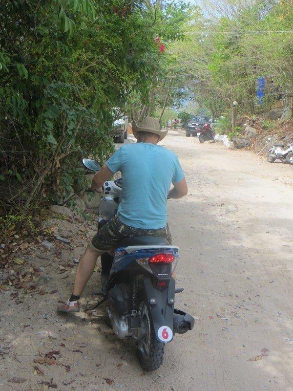 Сергей Балабин на Хонде Клик остров Тао