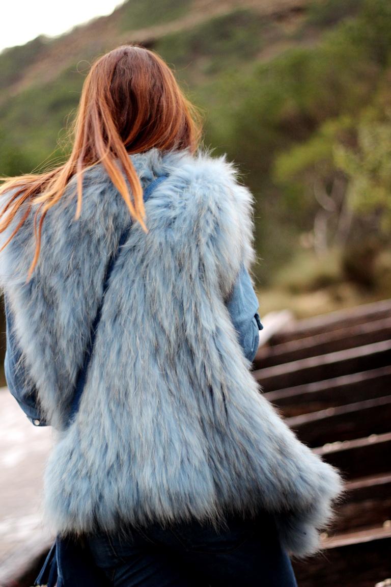 Streetstyle, fashion blogger, sunnies, tendencias 2017, campanas, flecos, chaleco pelo