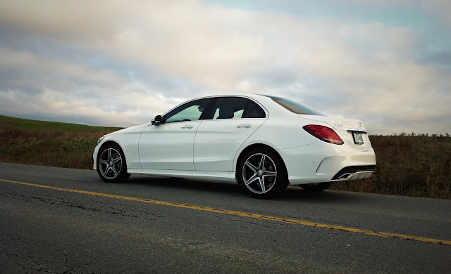 2015 Mercedes-Benz C-Class rear three quarter