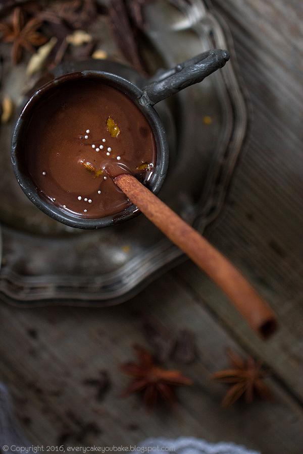 kremowa korzenna czekolada do picia na gorąco