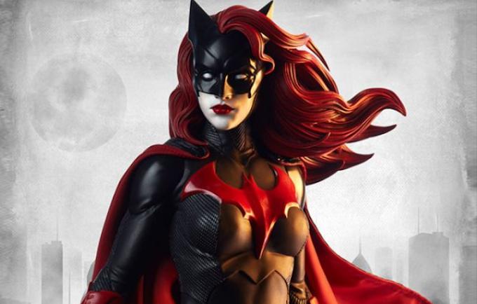 Batwoman estará presente no próximo crossover do Arrowverse