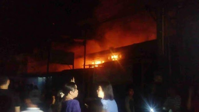 NEWS VIDEO: Kebakaran Hebat Ludeskan 8 Rumah Permanen Kawasan Permukiman Tionghoa di MEDAN.