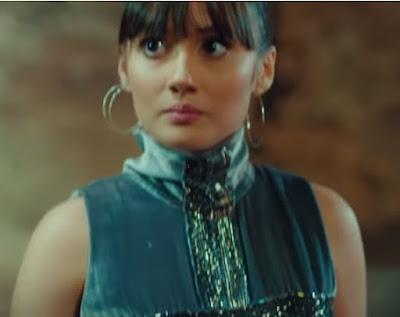 Yasak Elma dizisinde Zeynep'in 31.bölümde giydiği kıyafet