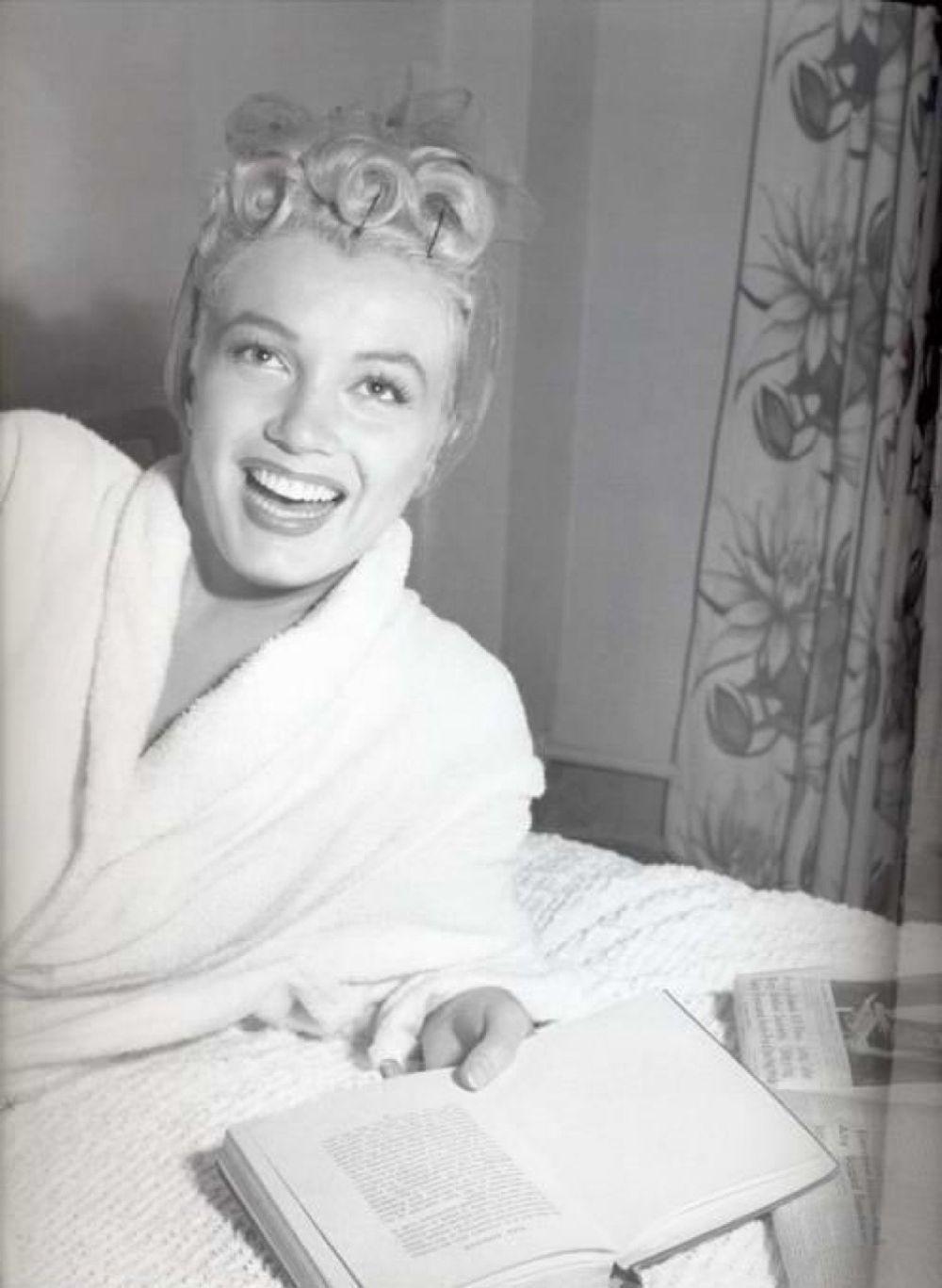 Citaten Marilyn Monroe Ga : Interesting vintage photos of marilyn monroe reading