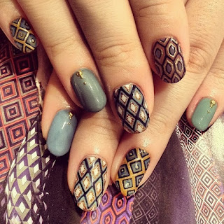 Traditional-indian-bridal-nail-art-designs-for-wedding-2
