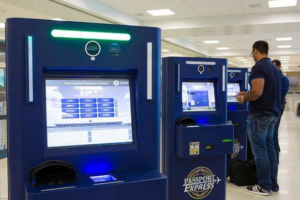 control de pasaporte en los aeropuertos de Nueva York automated passport control