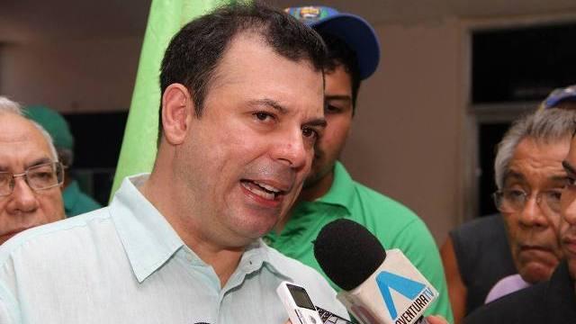 Detuvieron a Roberto Enríquez por supuesta traición a la patria