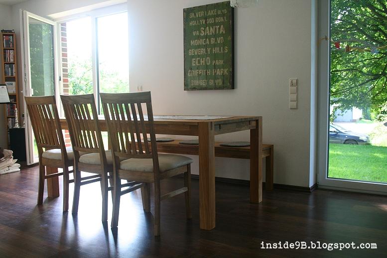 Esstisch Wand Esstisch Aus Holz In Wohnung Mit Sthlen Und Bild Auf