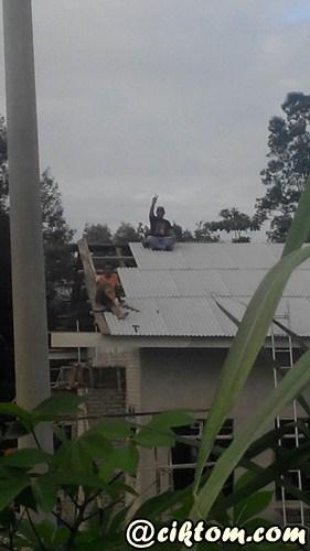 Penduduk kampung bergotong royong siapkan pembinaan surau